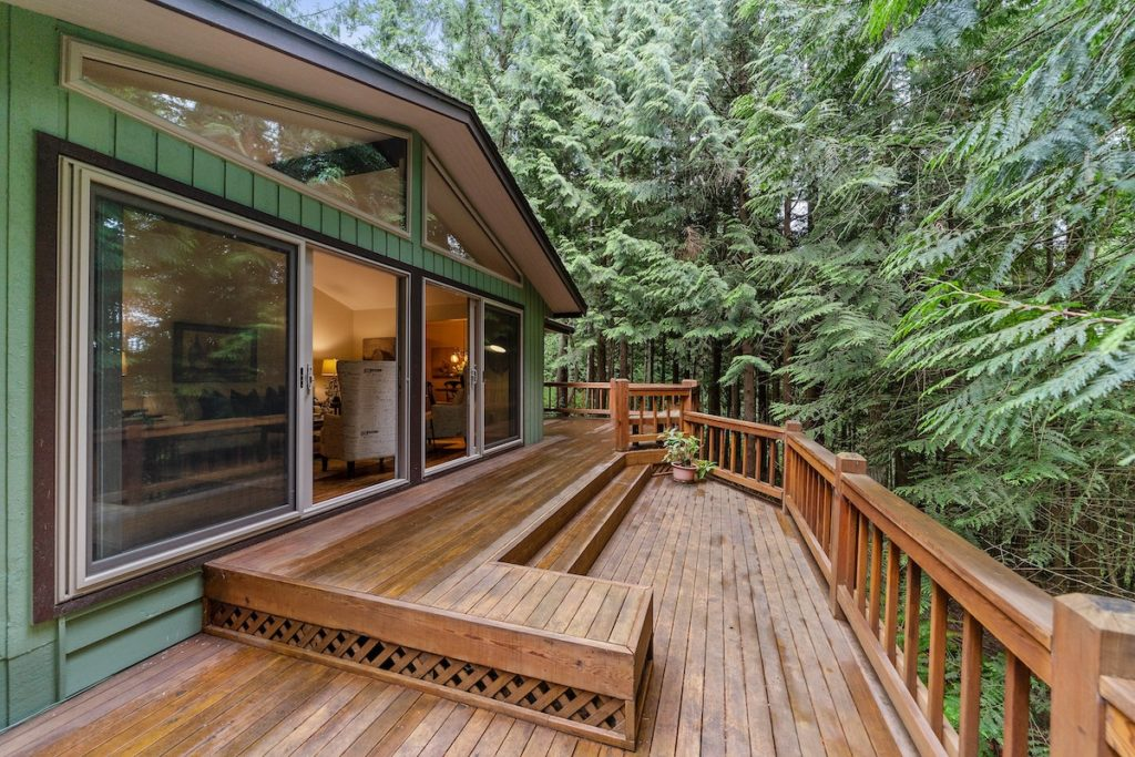 Outdoor deck, and other ways to renovate your home before you sell